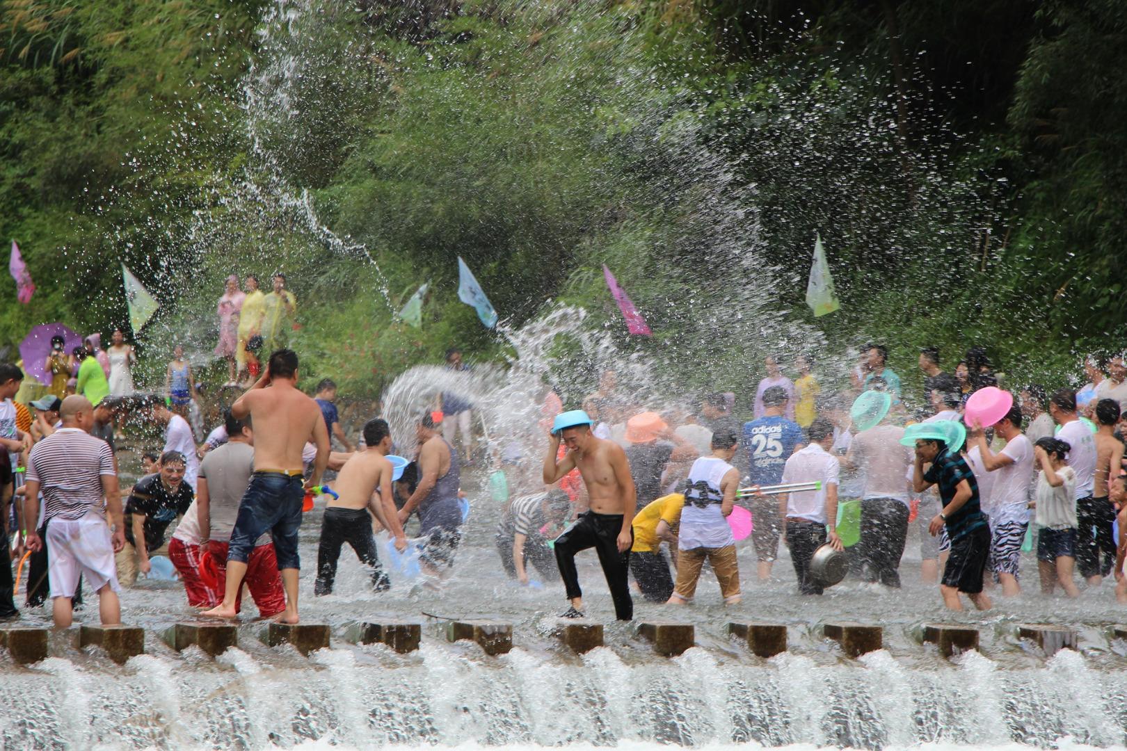 ソンクラーン(水かけ祭り)