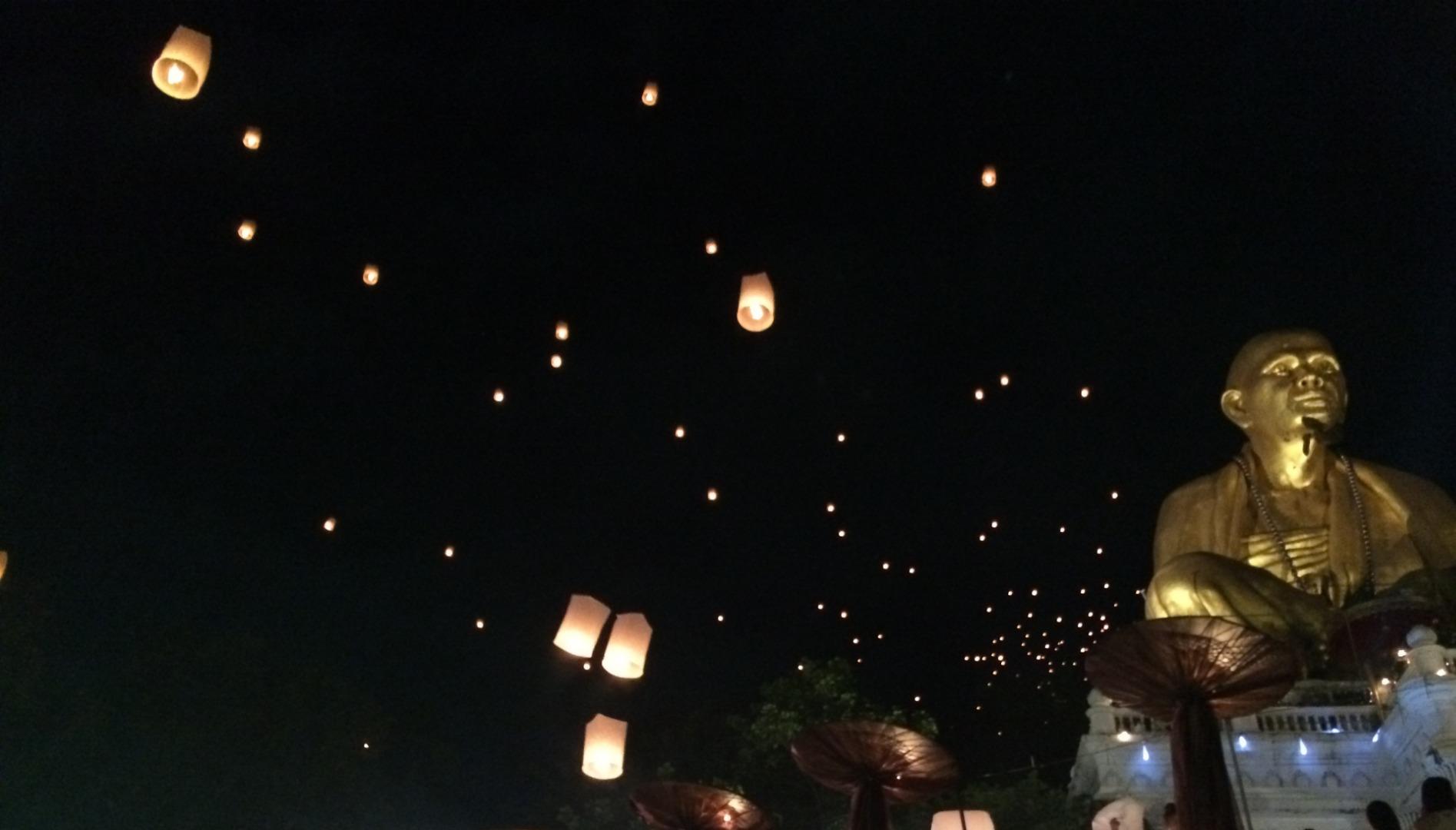 イーペン祭り(コムローイ祭り)